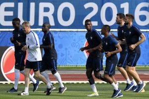 Ukraina ragina Prancūziją padėti futbolo sirgaliams gauti vizas