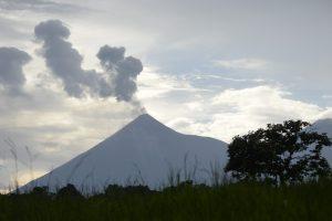 Gvatemaloje išsiveržęs ugnikalnis spjaudo lavą ir pelenus
