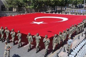 Masiniai atleidimai Turkijoje: darbą prarado 87 žvalgybininkai