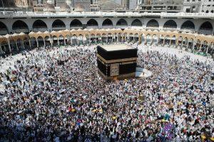 Islamo švenčiausioje vietoje bandė susideginti vyras