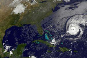 """Uraganas """"Nicole"""" juda Bermudų salų link"""
