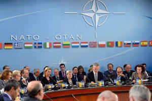 Aukščiausio rango pareigūnai: NATO ir ES gynybos srityje yra partneriai