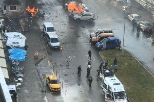 Turkijoje per sprogimą prie teismo žuvo du žmonės, kilo neramumai