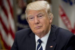 Baltieji rūmai bando izoliuoti D. Trumpą nuo skandalo dėl ryšių su Rusija
