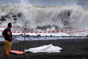 Reunjono saloje ryklys sudraskė banglentininką