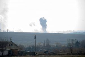 Ukrainoje dėl gaisro ir sprogimų šaudmenų sandėlyje žuvo moteris