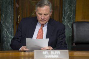 JAV senatoriai perspėjo dėl Rusijos kišimosi į demokratinius rinkimus
