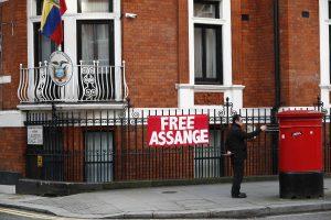 Britanijos teismas nepanaikino arešto orderio J. Assange'ui