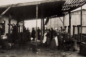 """1917 m. propaganda: dėl maisto produktų stokos """"kalti sukčiai pelnininkai"""""""