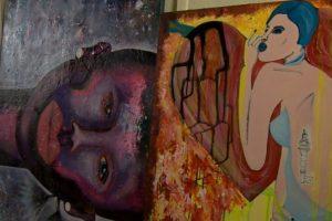 Savamokslė menininkė paveikslus apgyvendino daugybėje pasaulio kampelių