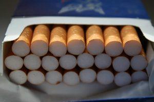 Vienas Lietuvos gyventojas pernai įsigijo 60 cigarečių pakelių
