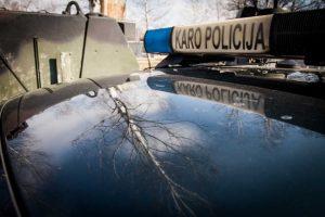Karo policija tiria bandymą parduoti neteisėtai įgytą karinę ekipuotę