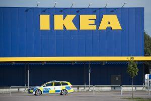 """Dėl nuvirtusių komodų žuvusių vaikų šeimoms ,,IKEA"""" sumokės 50 mln. dolerių"""