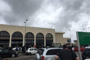 Maltos oro uoste dėl gaisro įstrigo šimtai keleivių