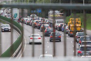Magistralėje Kauno rajone dėl avarijos ribojamas eismas