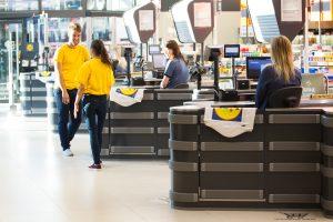 """""""Lidl"""" padėka darbuotojams: išdalinta 415 000 eurų premijų"""