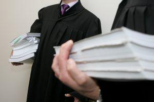 Didinamas valstybės skirtų advokatų užmokestis už darbą