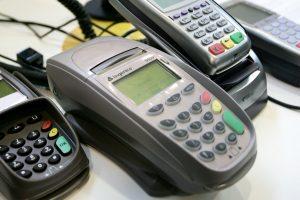 """""""Swedbank"""": per pirmąjį pusmetį bekontakčiai mokėjimai išaugo 10 kartų"""