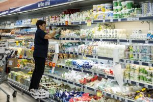 Kylančios pieno produktų kainos pridengiamos mažesnėmis nuolaidomis
