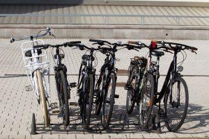 Į avarijas pateko trys dviratininkai