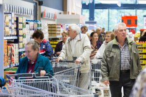 Ketinama įvesti 240-250 eurų dydžio minimalių poreikių krepšelį
