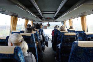 Autobusų keleiviams – raginimas segtis saugos diržus