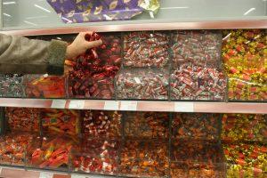 """""""Naujoji Rūta"""" negalės žymėti saldainių """"Raudonkepuraitės"""" ženklu"""