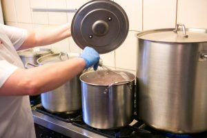 Marijampolės pataisos namuose – pažeidimai perkant maitinimo paslaugas