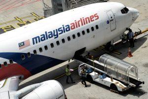 """""""Malaysia Airlines"""" lėktuvui patekus į turbulencijos zoną nukentėjo keli žmonės"""