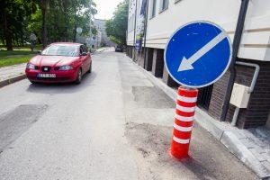 Kelio ženklas žymi neegzistuojančią kliūtį