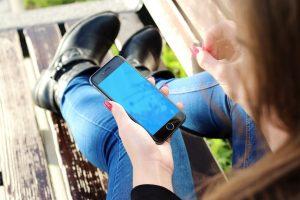 Išmanieji įrenginiai senųjų telefonų iš rinkos neišstums?