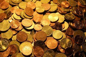 Pinigų istorija: kodėl atsirado pinigai ir ką tai lėmė?