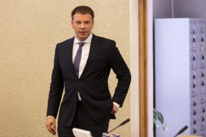 """Ministras sprendimą dėl progresinių mokesčių be """"Sodros"""" lubų vadina klaida"""