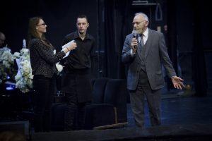 Teatro mylėtojams akis atstoja širdys