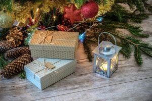 Ką lietuviai dažniausiai rado po Kalėdų egle?