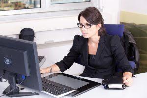Europoje moterys uždirba 9 proc. mažiau nei tokias pat pareigas užimantys vyrai