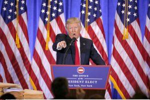 D. Trumpo pirmosios spaudos konferencijos pagrindiniai akcentai