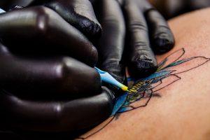 Lietuviai dėl tatuiruočių galvos nesuka