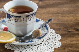Kas naudingiau sveikatai: juoda kava ar žalioji arbata?
