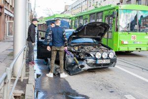 """Kaune susidūrė ,,Subaru"""", ,,Audi"""" ir troleibusas: susidarė spūstys"""