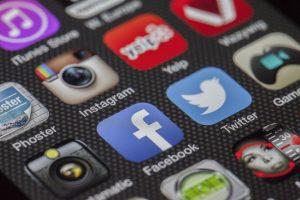 FNTT išaiškino šešėlinius mobiliųjų telefonų prekeivius
