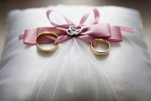 Kas sumainys aukso žiedus? (jaunavedžių sąrašas)