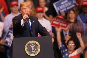 Prieš pasirodymą Ohajuje D. Trumpas užsipuolė L. Jamesą ir N. Pelosi