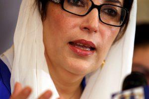 Tūkstančiai pakistaniečių pagerbė nužudytos buvusios premjerės B. Bhutto atminimą