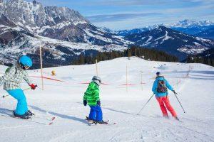 Metas žiemos pramogoms: keturi šeimoms draugiški slidinėjimo kurortai