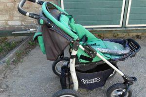 Pareigūnai ieško vaikiško vežimėlio savininkų