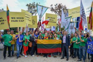 Lietuvos žemdirbiai Briuselyje vėl protestuos dėl didesnių išmokų