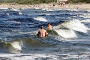 Gelbėtojai įspėja – maudytis jūroje draudžiama