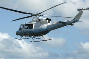 Dingo Indonezijos kariuomenės sraigtasparnis su penkiais žmonėmis