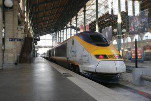 """Paryžiaus stotyje į """"Eurostar"""" traukinį įšokti mėginusį egiptietį nutrenkė elektra"""